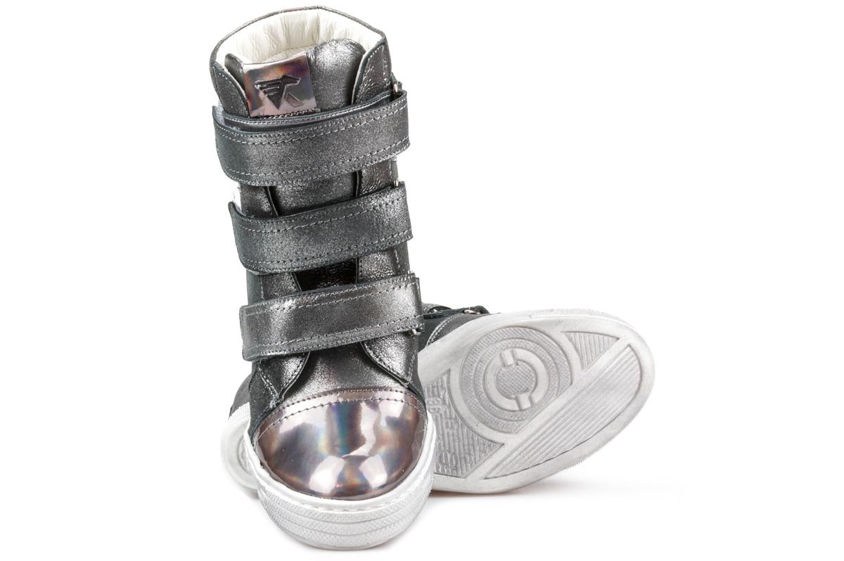 Sneakersy – sportowe buty w różnych stylizacjach