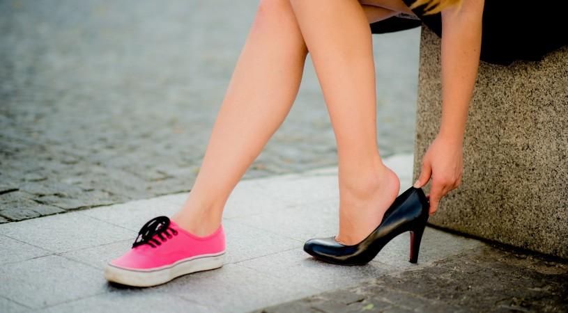 Wysokie szpilki czy płaskie buty?
