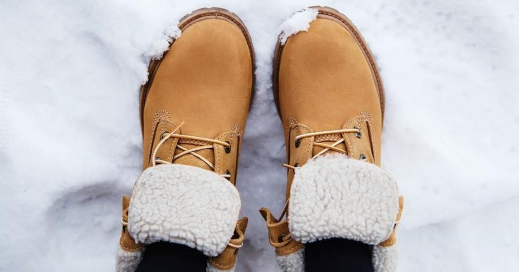 Mokre buty? Jak je prawidłowo wysuszyć?