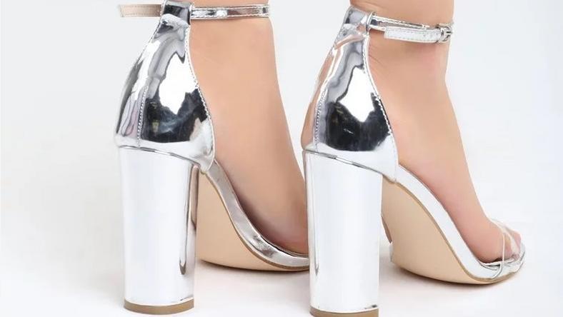 Sandałki na słupku –  wygoda i styl