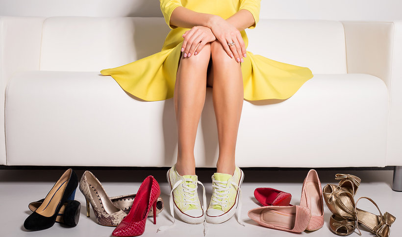 10 stylowych pomysłów na buty sportowe do sukienki