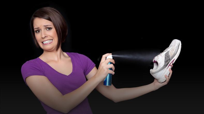 Jak usunąć nieprzyjemny zapach z butów?