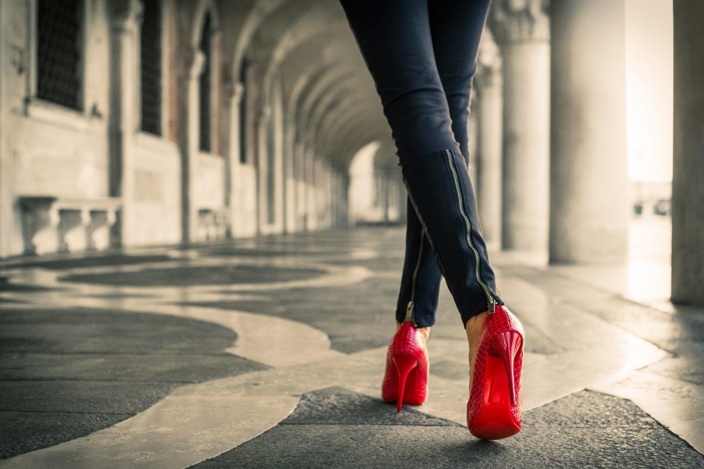 Poradnik eleganckiej kobiety – wybieramy szpilki