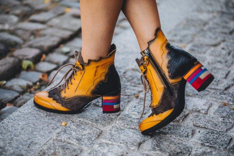 Stylizacje z botkami, które będziemy nosić tej jesieni